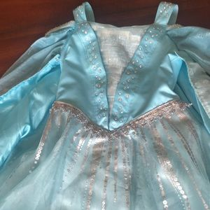 Light up Elsa dress from the Disney store size 6